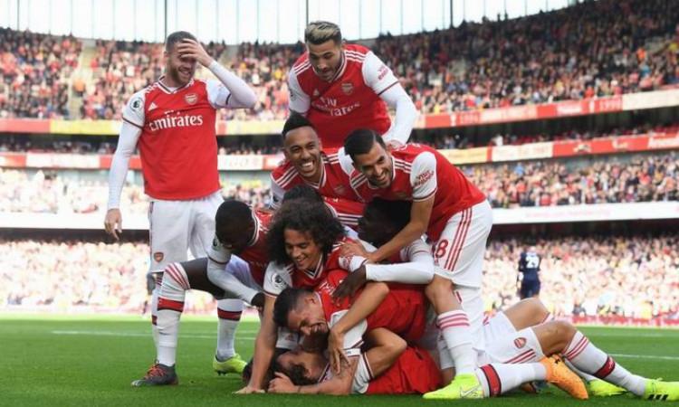 David Luiz Ditindih Delapan Pemain Arsenal Usai Cetak Gol